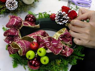 クリスマス特別レッスン*フラワーアレンジメント -東京新宿の陶芸教室 プロップスアートスクールで陶芸体験-の画像