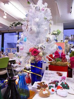 プロップスがクリスマス仕様に! -東京新宿の陶芸教室 プロップスアートスクールで陶芸体験-の画像