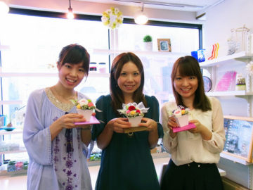 プリザーブドフラワー☆トライアルレッスン -東京新宿の陶芸教室 プロップスアートスクールで陶芸体験-の画像